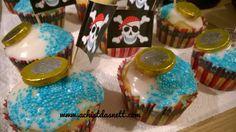 Piraten-Muffins und viele weitere Ideen mit Anleitungen rund um den Piratengeburtstag auf: www.achistdasnett.com