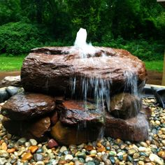 wasser im garten 49 stunning front yard rock garden landscaping ideas The Effective Backyard Water Fountains, Backyard Water Feature, Ponds Backyard, Garden Fountains, Outdoor Fountains, Front Yard Fountains, Landscape Fountains, Landscape Bricks, Diy Water Feature