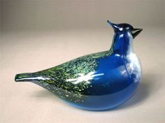 MALLI: Vuosilintu / Annual bird 1999, Sininärhi / Blue Jay 3940-099-13  VALMISTAJA: Nuutajärvi  SUUNNITTELUAIKA: 1998  TUOTANTOAIKA: 1999  LISÄTIETOJA VALMISTUKSESTA: muottiin puhallettu, hyttityö  MITAT: 195 x 130 mm Great Names, Finland, Glass Art, Birds, Decoration, Inspiration, Beautiful, Design, Rhinestones