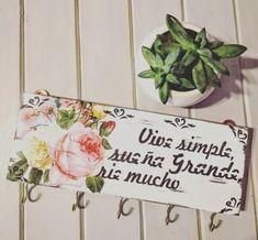 key holder coat rack decorative vintage poster box rnrnSource by greisyeririvera Silk Flower Arrangements, Flower Garlands, Silk Roses, Silk Flowers, Vintage Frases, Succulent Hanging Planter, Decoupage, Rustic Wedding Backdrops, Butterfly Wall Decals