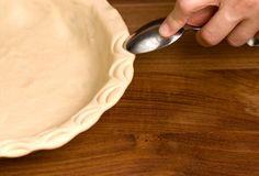 Six Decorative Pie Edge Techniques
