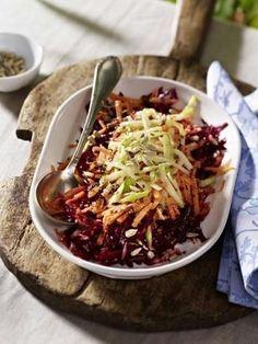 Das Rezept für Rote Bete-Möhren-Apfel-Salat mit Honig-Senf-Dressing und weitere kostenlose Rezepte auf LECKER.de