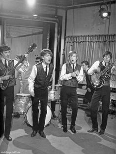 The Rolling Stones during the British Telly Show, Ready Steady Go! The leather jackets were the idea of their manager Andrew Loog Oldham. Los Rolling Stones, Like A Rolling Stone, Rock And Roll Bands, Rock N Roll Music, Mick Jagger, Estilo Rock, Music Album Covers, British Rock, Keith Richards