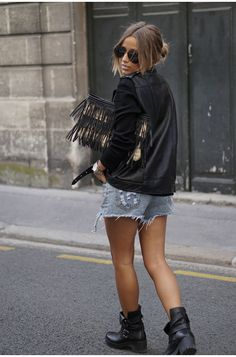 We all know that leather jackets define the rocker girl style but why not try pairing one with a pair of distressed denim shorts and ankle boots. ViaCamille CallenShirt: Missguided, Jacket: Missguided, Shorts: Sheinside, Boots: Factory Store