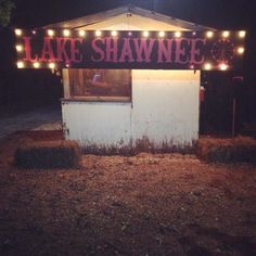 Lake Shawnee is an abandoned amusement park near Princeton, WV. Abandoned Cities, Abandoned Amusement Parks, Abandoned Houses, Abandoned Mansions, Lake Shawnee Amusement Park, Terrifying Halloween, Creepy, East Water, Haunted Carnival