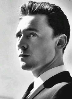 Tom Hiddleston is so handsome here! Might be my new favorite pic! Absolute and utter perfection! Thomas William Hiddleston, Tom Hiddleston Loki, Ben Barnes, Keanu Reeves, Gorgeous Men, Beautiful People, Nice People, Beautiful Person, Simply Beautiful
