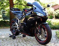 <3 Honda CBR-600RR #BLACK #BIKE # http://hiphoponwheels.com/mainpage