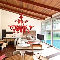 A Touch of Rouge: 10 Ways to Use Red in Your Home Decor A gorgeous gown, a shiny sports car: There's something about red that brings so much drama. Minimal Design, Interior And Exterior, Diy Home Decor, Martha Stewart, Sweet Home, Family Rooms, Living Rooms, Decor Ideas, Decorating Ideas
