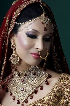esta joia eu queria para mim I love the thick eyeliner, indian bride make up