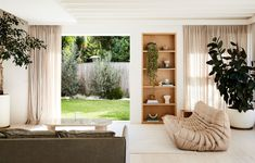 The Design Files: Inside the renovation of a brown brick house Alex Bennett, Brown Brick Houses, Mcm House, Sweet Home, Architecture Awards, Interior Architecture, Vintage Sofa, Australian Homes, Australian Beach