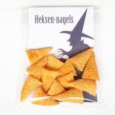 Traktatie Heksennagels Lol Bugles chips as witches fingernails for Halloween or as a party treat Kids Birthday Treats, Healthy Birthday, Birthday Parties, Halloween Snacks, Halloween Kids, Halloween Party, Snacks Für Party, Party Treats, Toblerone