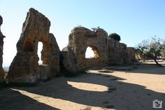 Vallei dei Temple Agrigento A Unesco world heritage site Heritage Site, Cool Places To Visit, Trekking, Mount Rushmore, Europe, Mountains, World, City, Travel