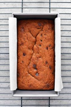 This Banana Bread made with almond flour lets you enjoy a delicious treat without all of the sugar and carbs that come with traditional banana bread. Ripe Banana Recipe, Banana Bread Recipes, Sugar Free Chocolate, Chocolate Chips, Coconut Flour, Almond Flour, Low Carb Bagels, Bagel Recipe, Creamy Peanut Butter