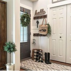 Stunning Farmhouse Entryway Decor Ideas - The first impression that guests have of your home are the decorations that are on your entryway. A lot of people spend quite a lot of money to decora. Modern Farmhouse Kitchens, Farmhouse Style Kitchen, Farmhouse Decor, Farmhouse Budget, Farmhouse Ideas, Farmhouse Design, Country Kitchen, Rustic Decor, Farmhouse Remodel