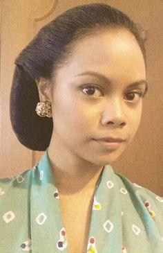 11 Best 10 Sanggul Artis Indonesia Images Indonesia Batik Dress