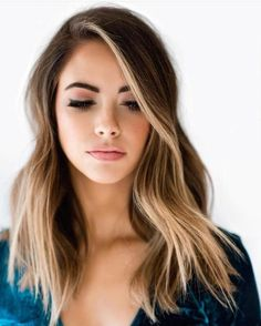 The Money Piece is The New Hair Trend That Will Upgrade Your Balayage – Trend Today! Easy Hairstyles For Long Hair, Hairstyles For Round Faces, Cool Hairstyles, Hairstyles Pictures, Layered Hairstyles, Blonde Hairstyles, Hair For Round Faces, Hairstyles Medium Hair, Hairstyle Ideas