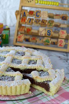 La crostata con crema di Nutella è un dolce che conquisterà tutti, grandi e piccini; è un dolce semplice, dal sapore casalingo perfetto per una merenda. #PinterestxAltervista
