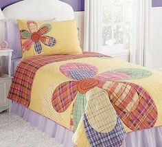 Patchwork In Bloom Spread Quilt Baby, Quilt Sets, Quilt Blocks, Quilting Projects, Quilting Designs, Flower Quilts, Girls Quilts, Kid Quilts, Applique Quilts