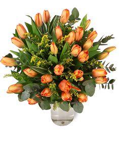 Simbolizând afecțiunea și căldura sufletească, lalelele portocalii sunt potrivite atunci când vrei să oferi un cadou unei persoane cu care ai o relație foarte apropiată. Portocaliul este și culoarea energiei pozitive, așa că lalelele portocalii sunt perfecte pentru a aduce un zâmbet și un plus de optimism cuiva drag. #orange #tulips #tulipbouquet #lalele #buchetlalele #florionline Magnolia, Our Wedding, Floral Wreath, Wreaths, Plants, Design, Decor, Floral Crown, Decoration