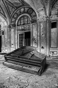 Piano Crafts, World Of Color, View Image, Detroit, Abandoned, London, Music, Pianos, Left Out