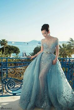 My favorite color! If I ever grt married this would be a great wedding dress.