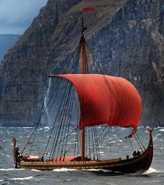 Draken Harald Fairhair is the largest replica Viking ship in the modern times. It is a completely handmade oak Norwegian Viking longship Viking Longship, Norwegian Vikings, Old Sailing Ships, Viking Life, Cool Boats, Viking Ship, Wooden Boats, Tall Ships, Boat Building