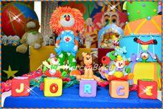 Cubos decorados em biscuit tema Circo.