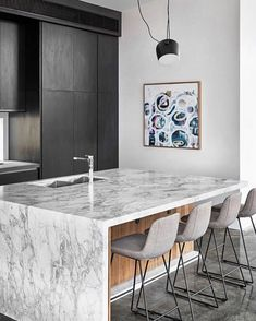 Cardellino marble is the perfect centrepiece to this kitchen designed by . Installed by for… Modern Kitchen Design, Modern House Design, Clever Kitchen Ideas, Stools For Kitchen Island, Island Bench, Timber Panelling, Stone Kitchen, Art Deco Home, Interior Photography