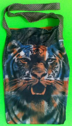 Tiger Tote by one of a kind larissamyrie.art washable, strong, upcycled, fun, #fashion #style #art #barbie #shoppingbag #totebag #shoulderbag #slowfashion