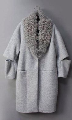This Pin was discovered by Нат Mode Mantel, Diy Vetement, Winter Stil, Mode Inspiration, Fashion Outfits, Womens Fashion, Fashion Details, Coats For Women, Beautiful Outfits