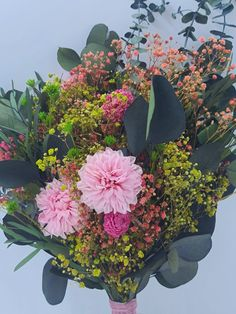 Enero, Las maravillosas dalias en tu ramo de novia o en cualquier composición floral. | Flores Akita Akita, Plants, Florists, Dahlias, Floral Decorations, Floral Bouquets, Wedding Bouquets, Vegetable Garden, January