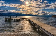 Okanagan Lake in Kelowna, British Columbia Natural Scenery, Best Places To Live, Lake Life, Canada Travel, Countries Of The World, Park City, Small Towns, British Columbia, Dream Vacations