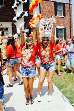 Unique bid day themes are hard to come by. Check out this list of 10 bid day themes to help your sorority chapter stand out to new members! Sorority Bid Day, Sorority Recruitment, Sorority Life, Sorority Crafting, Sorority Sugar, Recruitment Themes, Bid Day Themes, Best Country Music, Galaxy Leggings