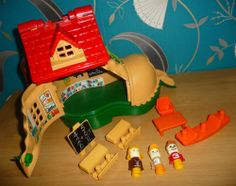 A VINTAGE COLECTABLE 1980'S,80'S MATCHBOX PLAY SHOE/BOOT TOY + ACCS.L@@K.W@W.
