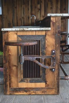 Things That You Need To Know When It Comes To Industrial Decorating You can use home interior design in your home. Pipe Furniture, Steel Furniture, Cheap Furniture, Furniture Design, Furniture Nyc, Rustic Farmhouse Furniture, Vintage Industrial Furniture, Welding Projects, Wood Projects