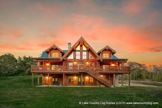 Custom Luxury Western Red Cedar Log Cabin Home Diy Log Cabin, Log Cabin Kits, Log Cabin Homes, Cozy Cabin, Home Developers, Luxury Log Cabins, Log Cabin Furniture, Cedar Log, Cedar Homes