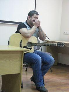 Учасник гурту «ЛіГос» Сергій Панасенко