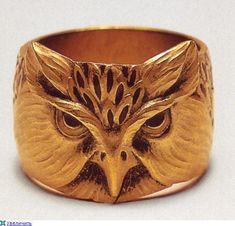 Art Nouveau gold owl bracelet by Lucien Galliard Bird Jewelry, Animal Jewelry, Jewelry Art, Jewelry Rings, Jewelery, Vintage Jewelry, Jewelry Design, Animal Rings, Bijoux Art Nouveau
