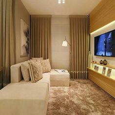 Sala pequena de TV.  Fonte @assimeugosto