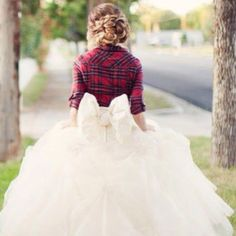 Gorgeous Wedding Dress, totally something i would do! love the flannel