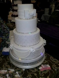 Bling wedding cake. so pretty, without the top layer