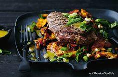 Hüferlsteak mit Kürbisstampf und Jungzwiebel