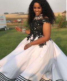 African Traditional Wedding Dress, African Fashion Traditional, African Lace Dresses, African Fashion Dresses, African Attire For Men, African Women, Xhosa Attire, 2nd Wedding Dresses, Kente Dress