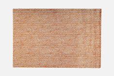 Silmu matto 160 x 230 cm myös muita kokoja / Design Teuvo Loman – VM Carpet Pohjassa on liukumaton EVAPOLYTEX®, joka tekee matosta joustavan ja ryhdikkään. Pohjausmateriaali soveltuu kaikille lattiapinnoille, myös lattialämmitteisiin tiloihin. Se ei jätä jälkiä lattiaan ja on hajuton ja kierrätettävä.
