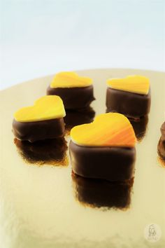 Pralinen Parade: Zitronenmarzipan - Pin to Pin Patisserie Design, Delicious Cake Recipes, Yummy Cakes, Shortcrust Pastry, Savory Pastry, Choux Pastry, Chocolate Sweets, Chocolate Pastry, Pastry Recipes