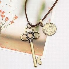 $3.99 Vintage Key Pendant String Necklace at Online Cheap Vintage Jewelry Store Gofavor