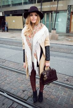 A scarf around the shoulders doesn't have to be oldfashioned!