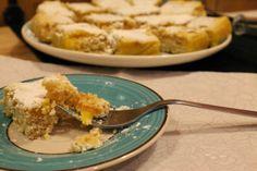 Quadrados de limão polvilhados com açúcar em pó... Quem disse que o limão é amargo? Receita: http://amor-as-camadas.blogspot.pt/2014/03/quadrados-de-limao.html