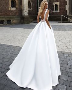 ❤ Follow @WeddingForward// Glam! It's all in the details. Tag a future bride who would love this. ���� �� Simply must have on your list of options ��Tag your girls to see if they like these ... . . Dress by @oksana_mukha_official . . #weddingdress #bridal #dresses #dressmurah #dressup #gown #weddinggown #weddings #couture #hautecouture #bridaldress #instadress #longdress #versace #chic http://gelinshop.com/ipost/1522775482306555528/?code=BUh_Duvjm6I
