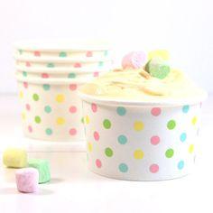 Eisbecher mit pastellfarbenen Punkten von Sambellina